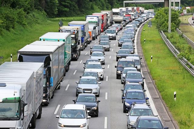 Wer auf der Autobahn parkt, soll zahlen!