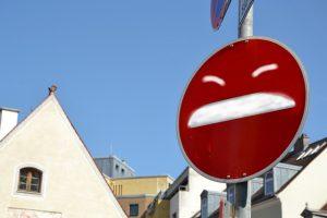 Zusammenbruch: Das ist Ingolstadts deprimiertestes Verkehrsschild.